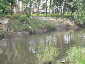 butuanon river at Umapad Mandaue with children